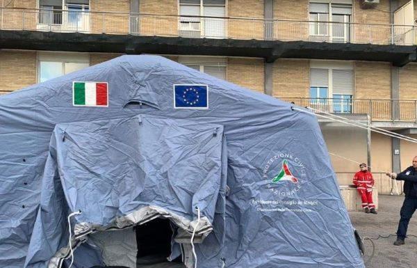 Coronavirus: sono pronte tende anti-contagio negli ospedali di Napoli