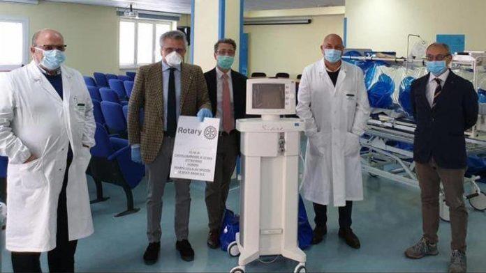 Rotary Club Pompei: Donati un ventilatore per la terapia intensiva e pacchi alimentari