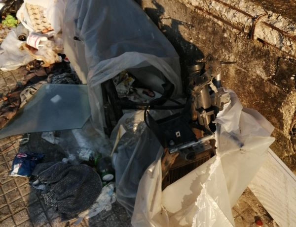 Ponticelli: rimosso sversamento abusivo di amianto ma restano carcasse di moto