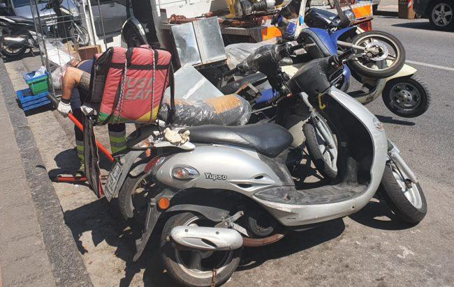 Fuorigrotta, controlli sugli scooter delle consegne a domicilio: sequestri
