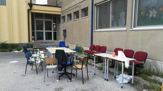 Rione Amicizia: entrano a scuola, la vandalizzano e fanno una grigliata