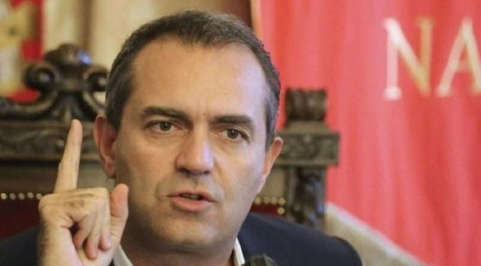 "De Magistris contro De Luca: ""Terrò aperta Napoli 24 ore su 24"""
