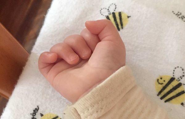 Tragedia a Teggiano, morto un neonato: il piccolo era nato prematuro in casa