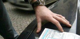 Truffe alle assicurazioni nel Napoletano: due arresti e sei obblighi di dimora
