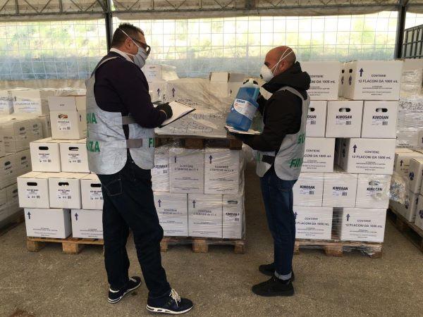 Mondragone: la Finanza sequestra oltre 9mila litri di disinfettante