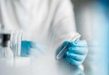 Vaccino Oxford-Pomezia: 400 milioni di dosi a settembre