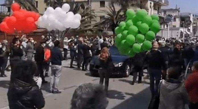 Saviano, folla ai funerali: multe per due sindaci e un consigliere regionale