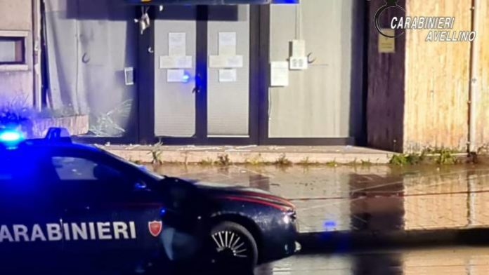 Avellino, bomba carta esplode davanti al Centro per l'impiego