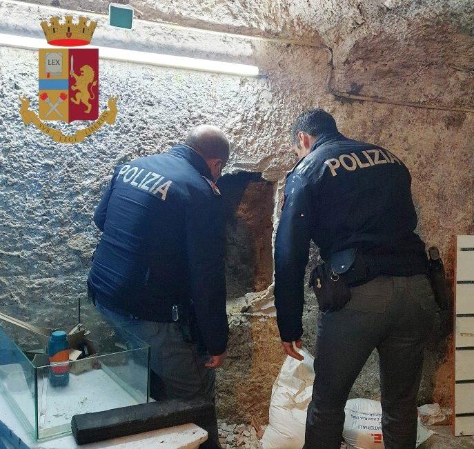 Napoli, Rione Sanità: Scoperto arsenale in un deposito. Arrestati due fratelli