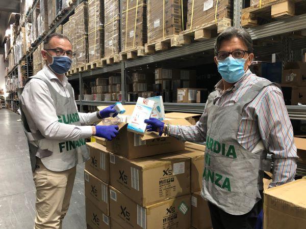 Caserta, blitz della Guardia di Finanza: sequestrate più di un milione di mascherine