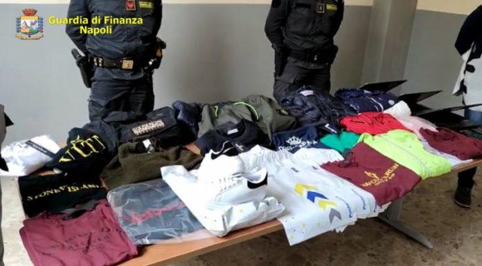 Napoli: sequestrati oltre 2000 capi d'abbigliamento contraffatti con marchi griffati