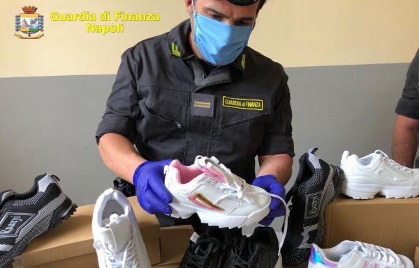 Poggioreale: sequestrati oltre 60mila capi d'abbigliamento contraffatti e 2600 mascherine