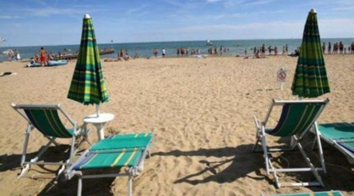 La fase 2 e le spiagge: distanza di 5 metri tra gli ombrelloni
