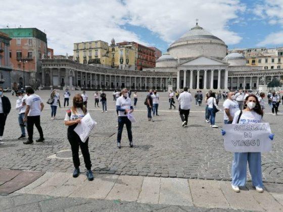 Napoli: la protesta dei lavoratori del turismo in piazza del Plebiscito (GALLERY)