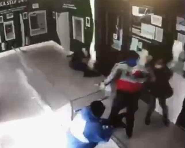 Colpo armato al portavalori ad Aversa: arrestati i due rapinatori