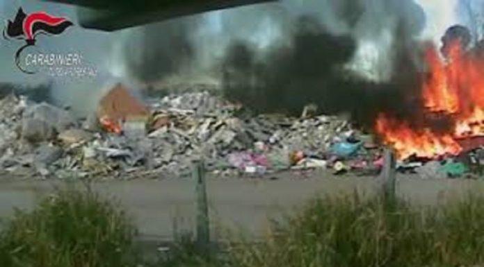 Afragola, roghi di rifiuti speciali: Carabinieri arrestano un 56enne