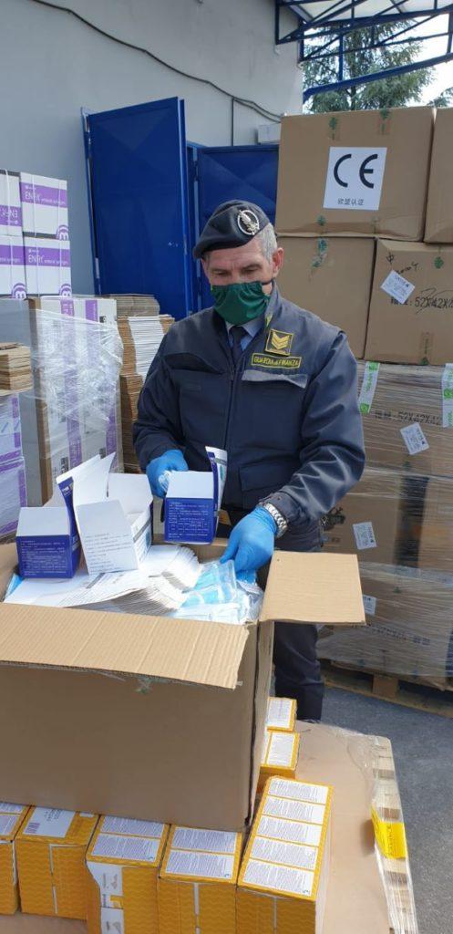 Caserta, blitz della Guardia di Finanza: sequestrato più di un milione di mascherine