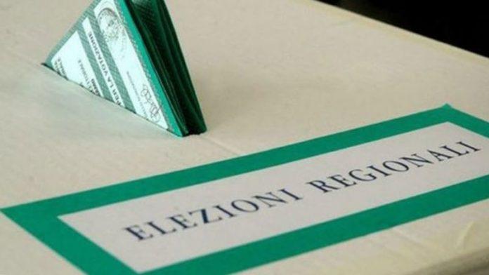 Elezioni in Campania, urne riaperte tra maxi scheda e mascherine