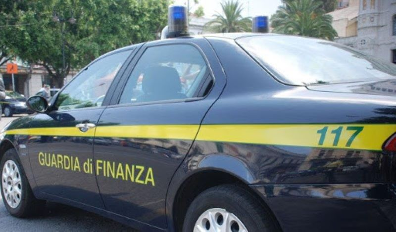 Recale, scoperta evasione fiscale: sequestrati 165mila euro a concessionaria
