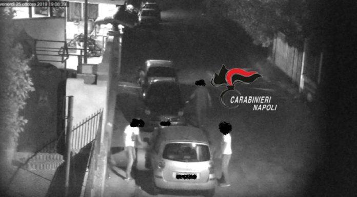 Caivano, arrestati 5 pusher che gestivano piazza di spaccio in una villa: I NOMI