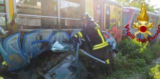 Avella, auto travolta da un treno della Circumvesuviana: ferito conducente