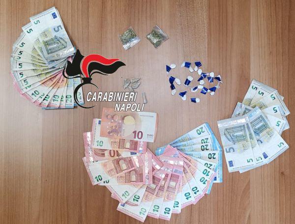 Scampia, soldi in tasca e droga nelle aiuole: Carabinieri arrestano due pusher