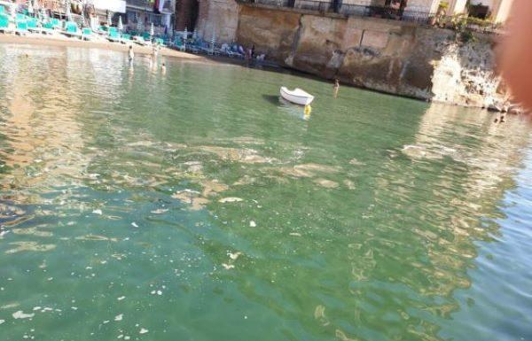 Posillipo, chiazze marroni nelle acque: individuati gli scarichi abusivi