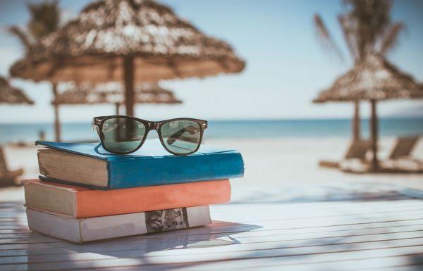 Quali saranno i libri più letti sulle spiagge italiane? Ecco qualche consiglio