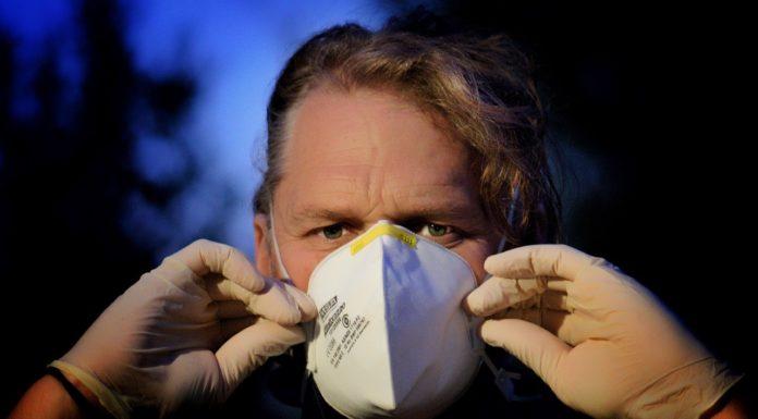 """Fase 3 in Campania, l'infettivologo: """"Giusto togliere le mascherine"""""""