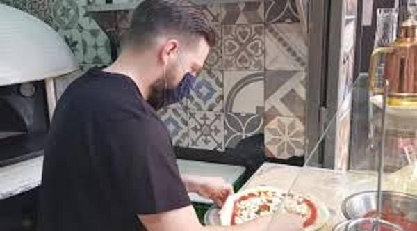 Il cuore grande di Napoli: pizza gratis per i cittadini di Bergamo