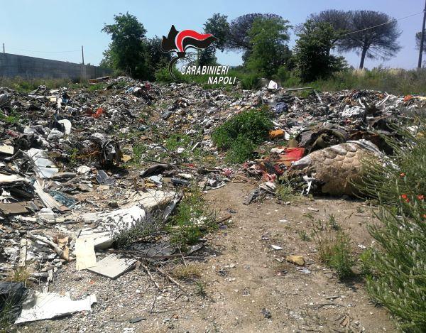 Giugliano: trovato sversamento di rifiuti nel vecchio campo rom