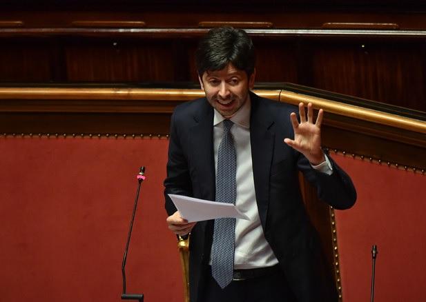 Covid 19, ecco il nuovo DPCM: mascherina obbligatoria all'aperto in tutta Italia