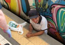 San Giorgio a Cremano, rimane incastrato tra il treno e la banchina