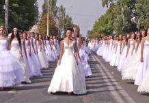 Roma, flashmob di protesta delle Spose a Fontana di Trevi e Piazza di Spagna