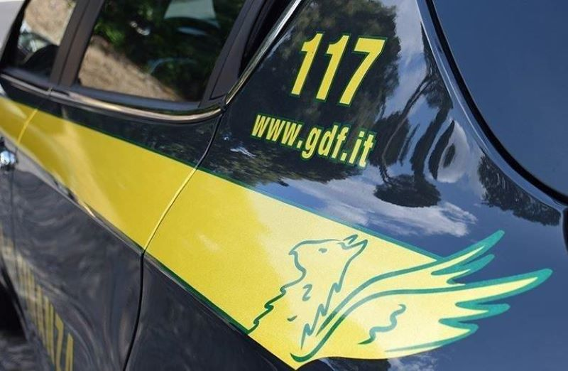 Controlli fiscali o mazzette: arrestato finanziere a Napoli