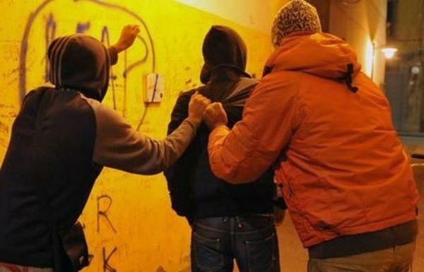 Movida violenta al Vomero: due ragazzi rapinati da baby gang armata di mazze