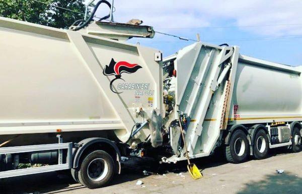 Torre del Greco, parcheggio abusivo per camion dei rifiuti: sequestrata area mercatale