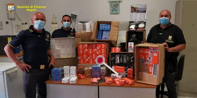 Napoli: GdF sequestra un milione di accessori abusivi per sigarette
