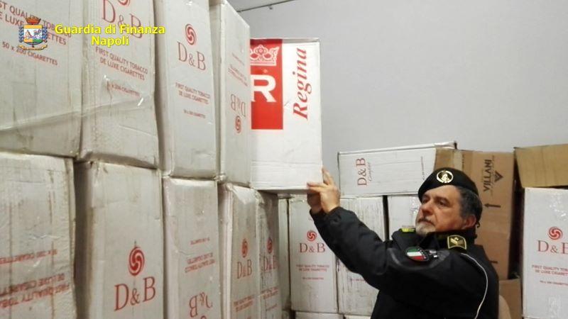 Napoli, maxi-sequestro di sigarette di contrabbando: quattro arresti (I NOMI)