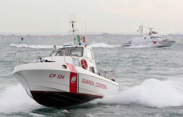 Guardia Costiera: scoperti ormeggi e stabilimenti abusivi a Nisida e Mergellina