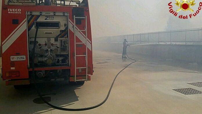 Incendio tra l'Interporto di Marcianise e il Centro commerciale Campania
