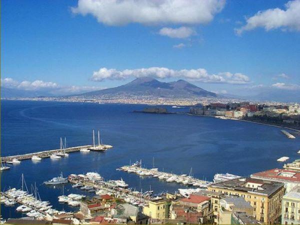 Meteo Napoli: caldo fino al weekend, poi cambia tutto