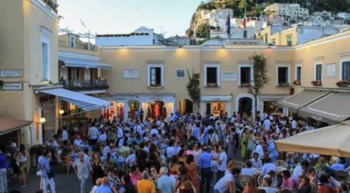 Capri: mascherine obbligatorie anche all'aperto nei luoghi della movida