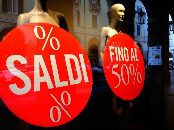 Saldi a Napoli, è flop: bruciati 160 milioni di euro