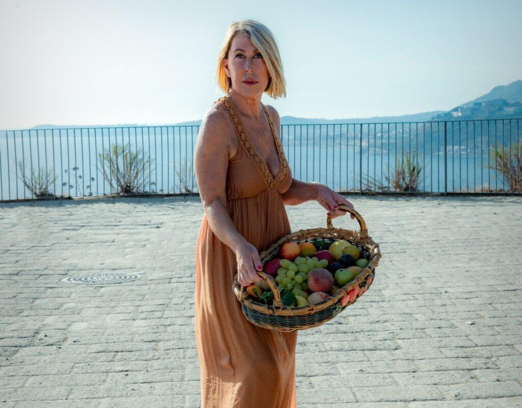 """Slobodanka Ciric sul Belvedere del Parco Virgiliano sarà la protagonista di un nuovo progetto intitolato """"Terra dei Fuochi olim Campania felix""""."""