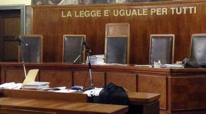 Nocera Inferiore, ruba documenti dal fascicolo del giudice: avvocatessa a processo