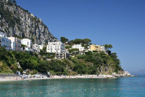 Capri, dai Faraglioni alla Piazzetta: ecco le attrattive più belle dell'isola azzurra