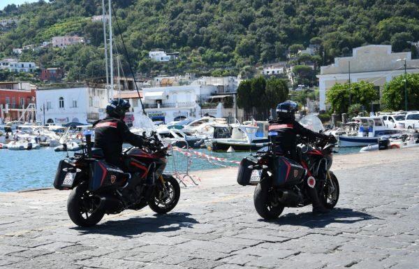 Ischia, controlli dei Carabinieri: due denunce per furto
