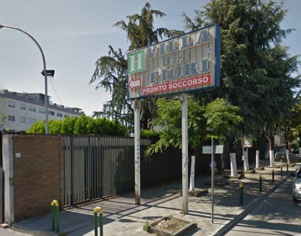 Covid 19, sette contagiati in una clinica di Acerra: chiusi tre reparti