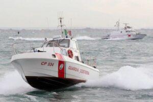 Napoli: nave da carico detenuta nel porto dalla Guardia Costiera